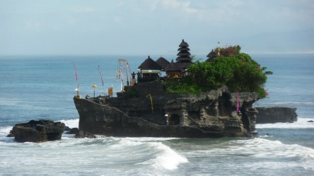 http://www.nvisible.com/nvisiblegraphics/ph/9/TanahLot3.jpg